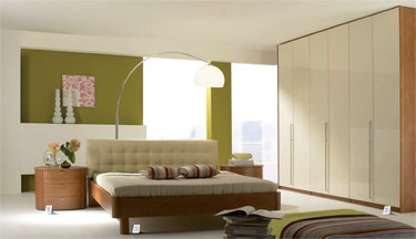 Elegant-bedroom-with-beige-walls-with-floor-lamps-and-drawers-and-cabinets
